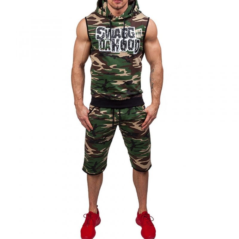 Камуфляжный спортивный костюм для мужчин.