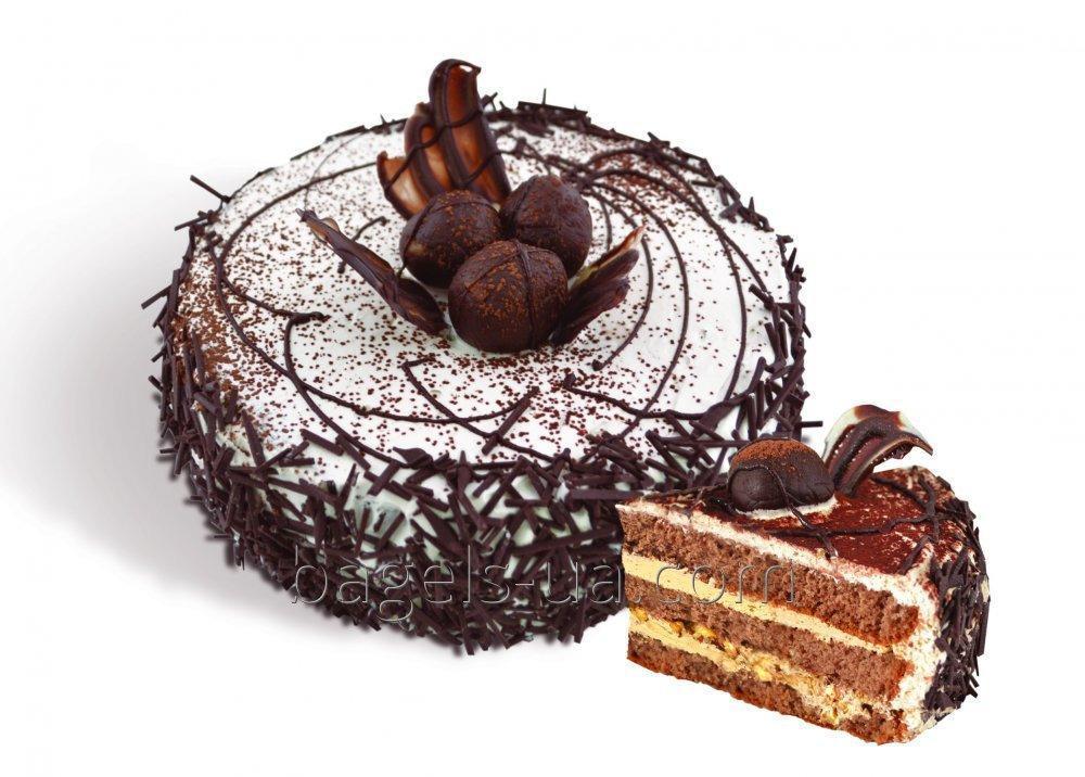 """Торт «Трюфальдино» бисквитный  с кремом """"ириска"""" и """"преста ириска"""" с грецким орехом, украшен узорами из белого шоколада и шоколадной соломкой. Вес: 0,6 кг.,1,2кг"""