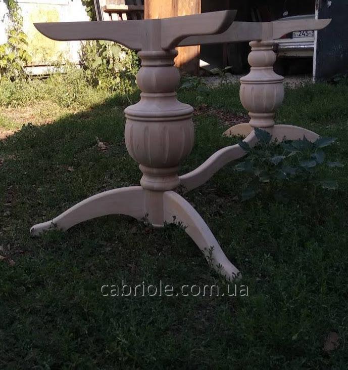 Деревянные опоры для стола.