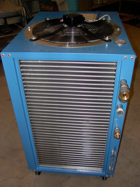 Охладитель (чиллер, куллер) с воздушным охлаждением конденсатора.