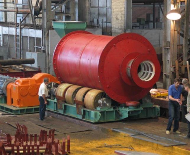 Мельница шаровая производительность, тн/ч 8 для измельчения металлическими шарами различных пород и, в частности, золотосодержащих руд перед флотацией, дробильно-размольное оборудование, пр-во Днепротяжмаш, Украина