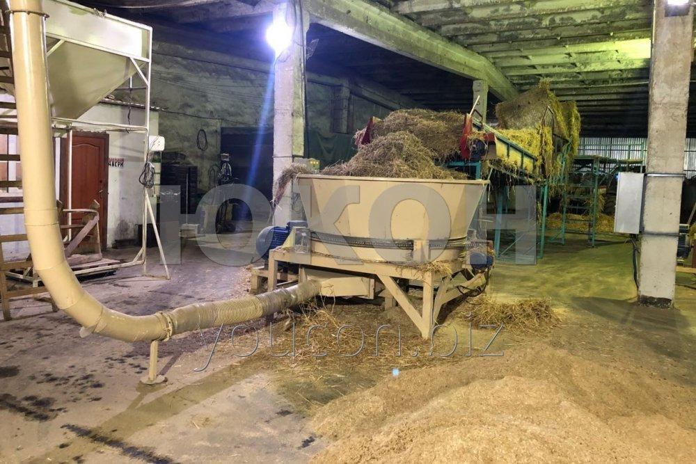 Maschine zur Verarbeitung der landwirtschaftlichen Abfälle