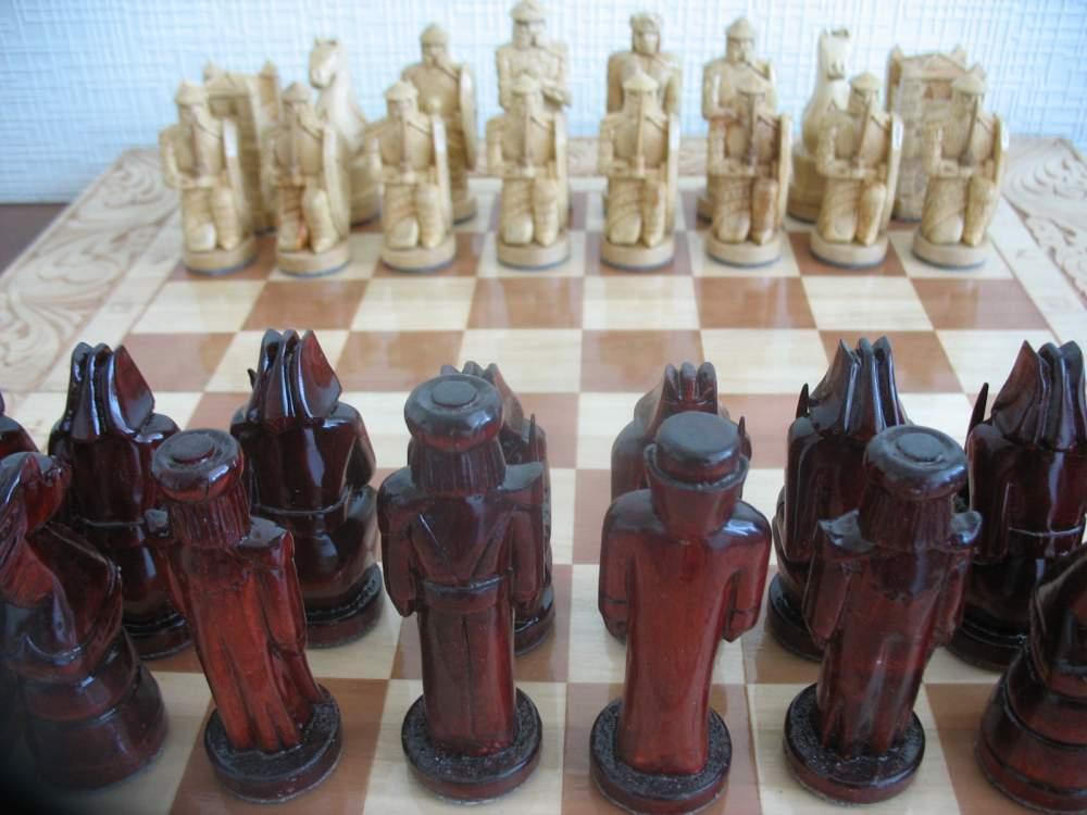шахматы ручной работы резьблённые из качественного цельного дерева