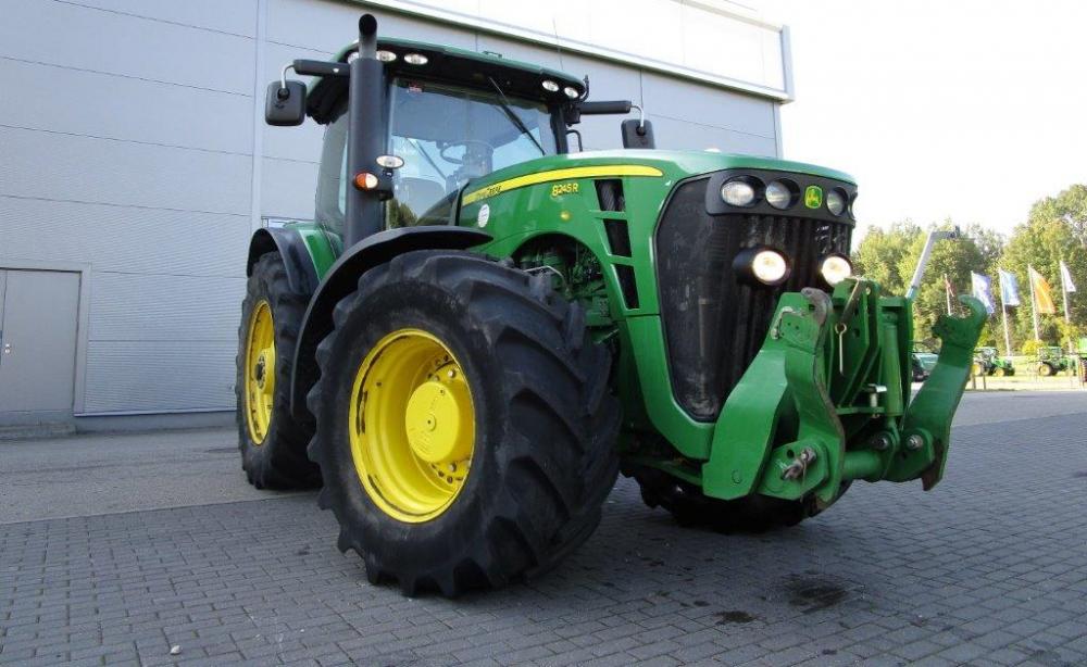 Трактор John Deere 8245 R