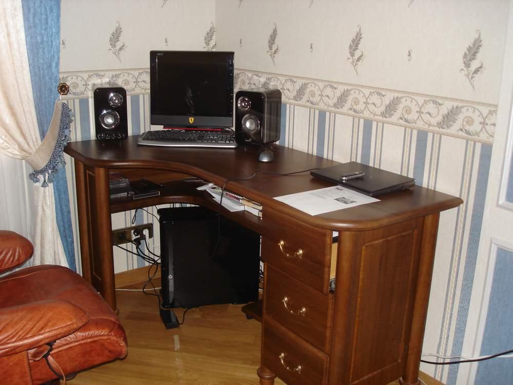 Столы компьютерные угловые, столы компьютерные из натурально.