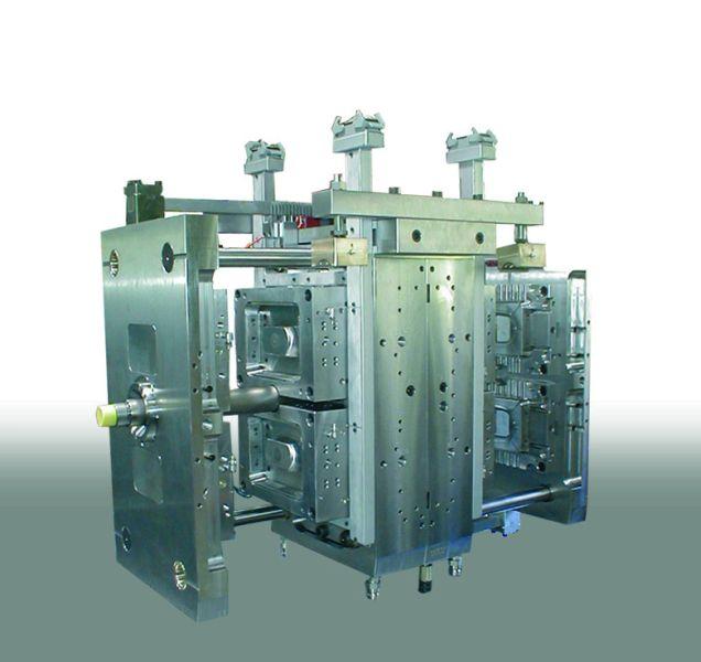 Пресс-формы для IML системы - нанесение этикеток на изделие. Предлагаем комплексное решение: пресс-форма, робот, конвейер, магазин.