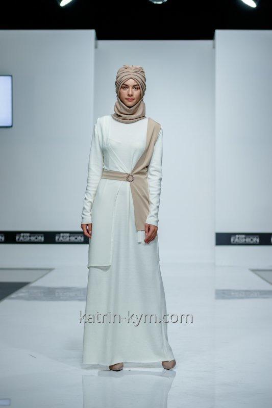Платье с двухцветной накидкой