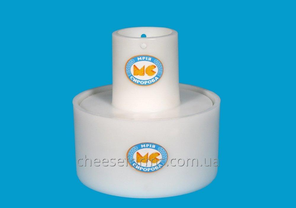 Form a round cheese to 2.5kg under serpyanku.