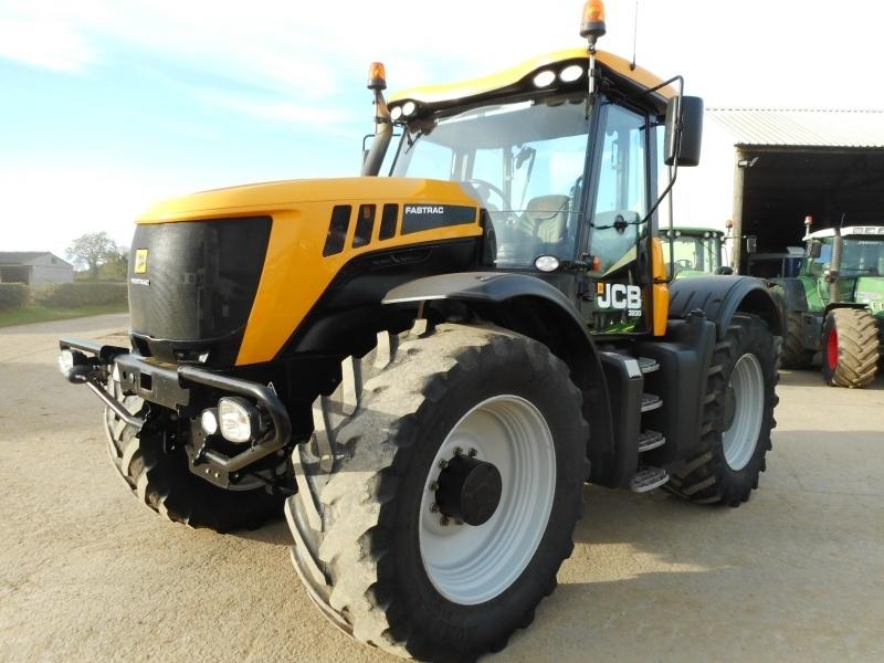 Трактор JCB 3230.