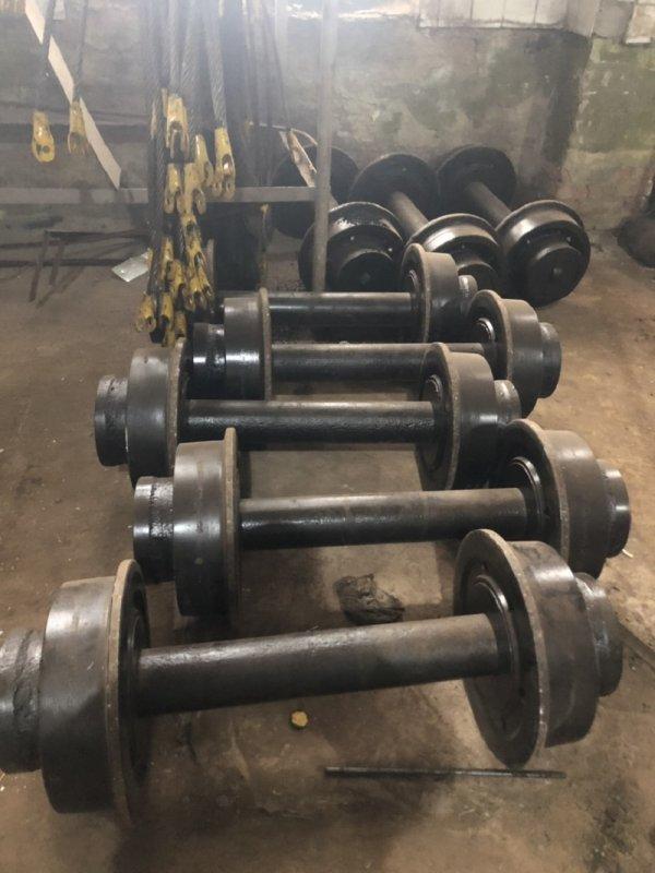 Колесные пары для вагонеток вг-4,5,буферное устройство.