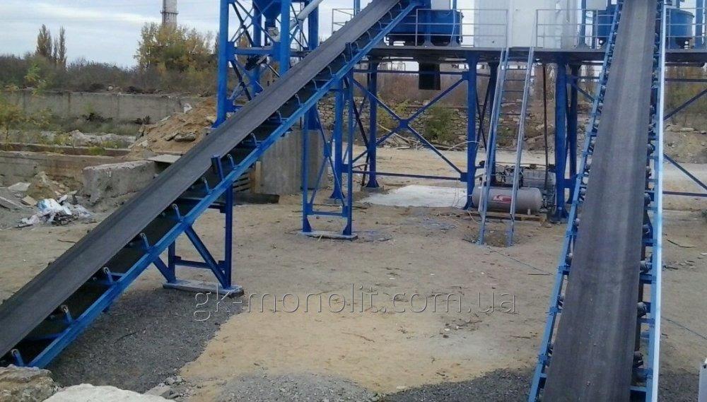 Ленточный конвейер подачи инертных для бетонного завода