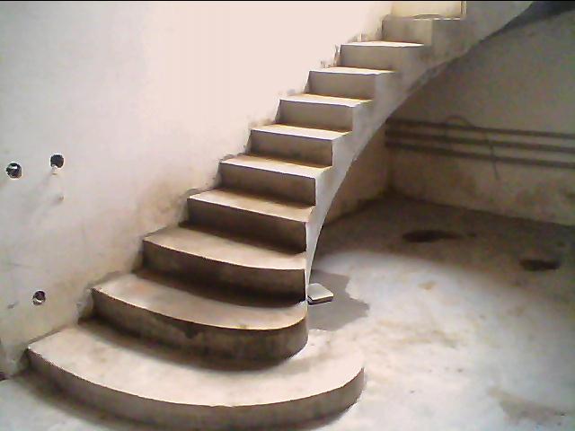 Монолитная лестница на второй этаж