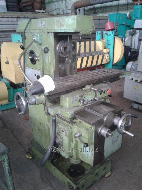 Buy Horizontal knee-type milling machine mod. 6R80