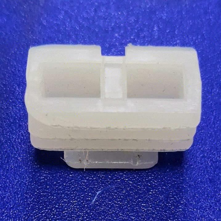Фиксатор пластиковый Strimex для крепления дверного наличника