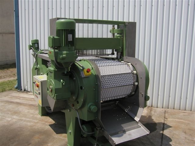 Machine for pitting cherries, plums, apricot 1000 - 2000 kg / hour
