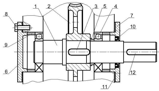 Выходной шлицевый вал редуктора механизма поворота