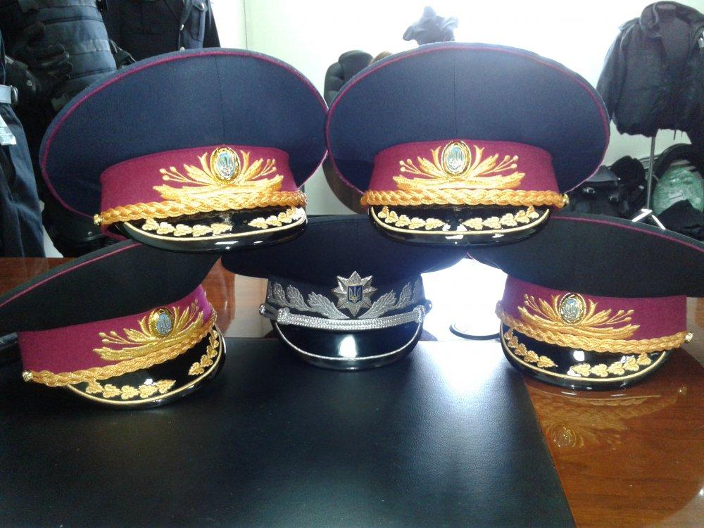 قبعات موحدة