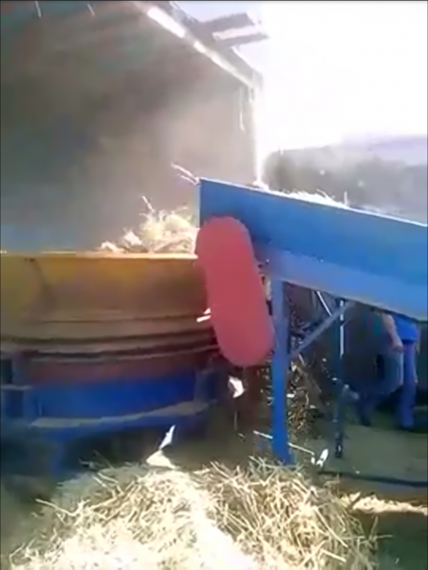 Buy Grinder of bales of straw with the giving table
