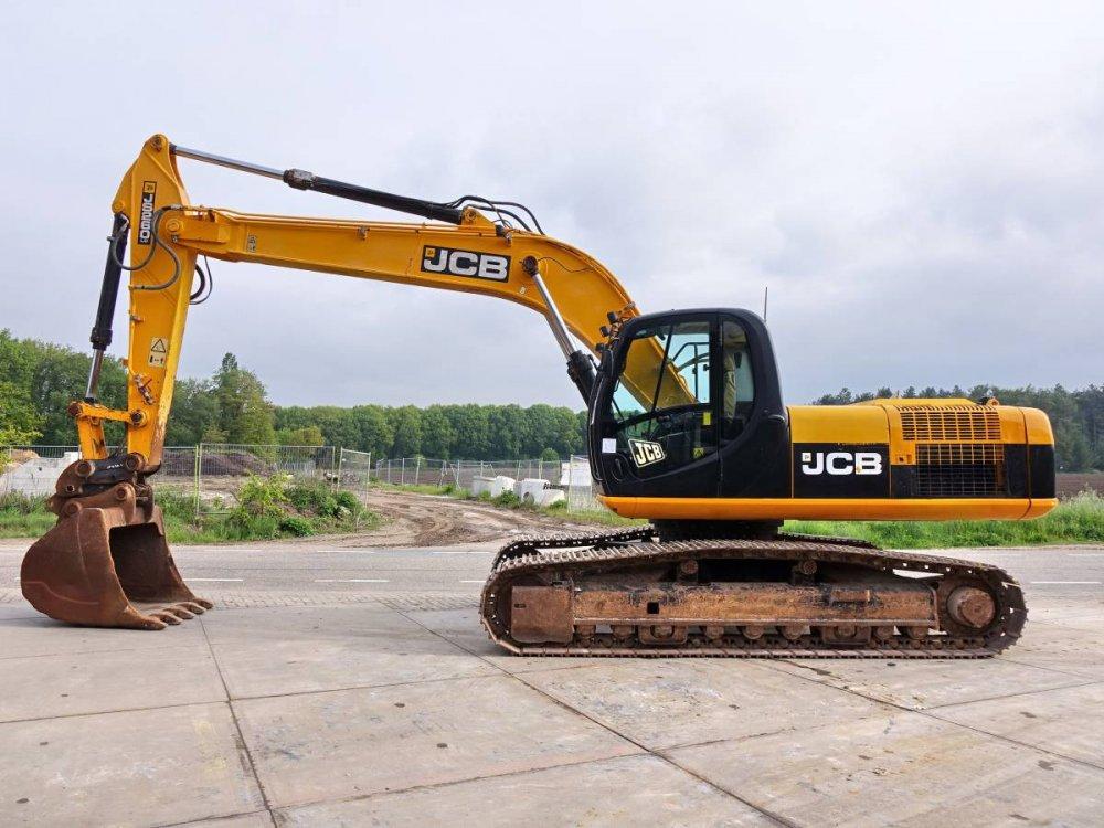Гусеничный экскаватор JCB JS260 LC.