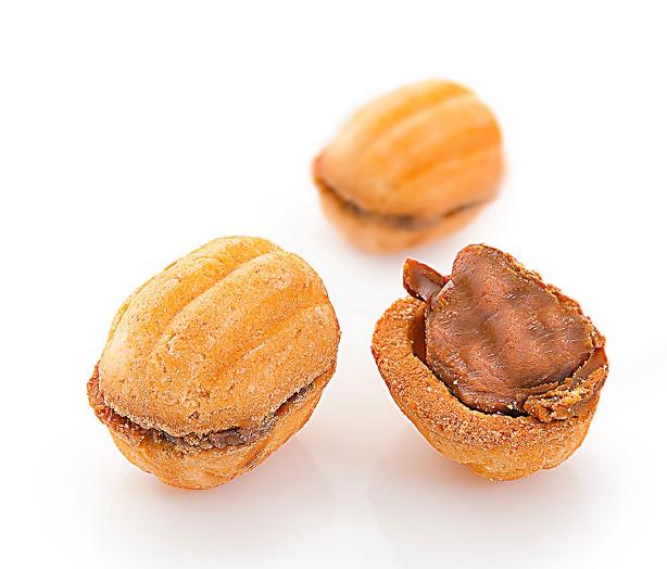 """Песочное печенье «Орешки со сгущенным молоком» из двух половинок песочного печенья, в виде орешков, наполнены молочной начинкой """"Ириска"""". Вес, кг:  0,525, 2,0, 4,0. ГОСТ."""