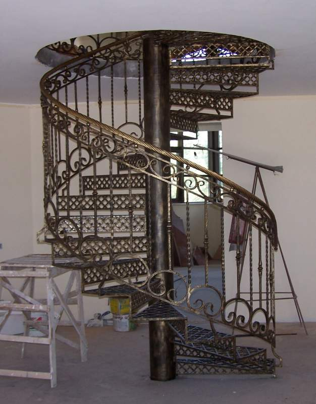 фото лестницы винтовые кованые