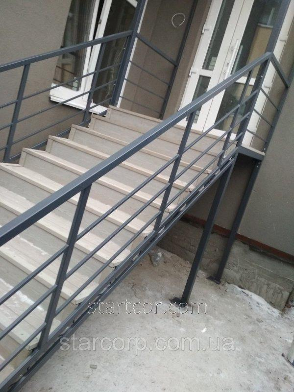 Купить Поручни для лестниц металлические без сварных швов для наружной лестницы