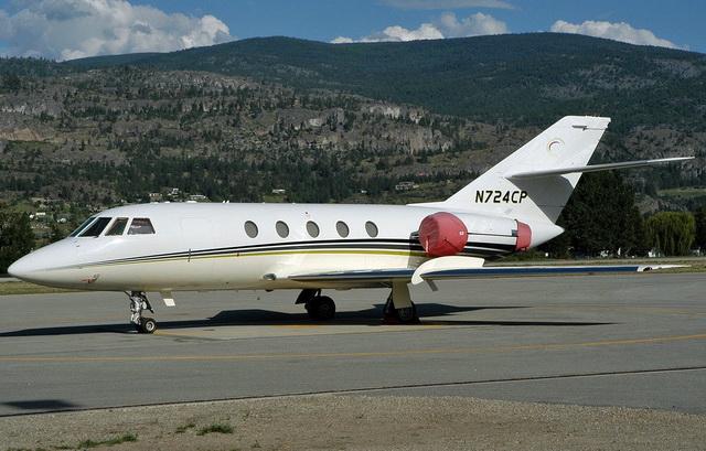 Аренда прокат продажа самолета Falcon 20