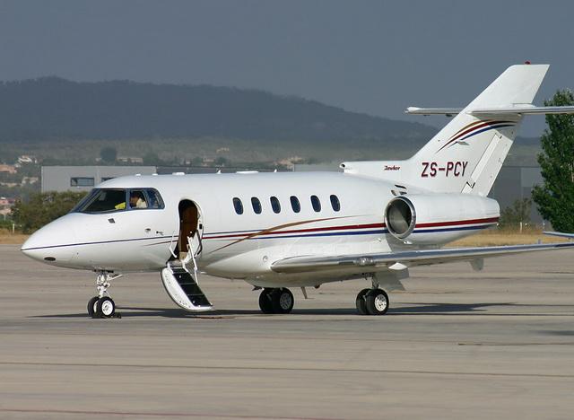 Аренда прокат продажа самолета Hawker 800 XP