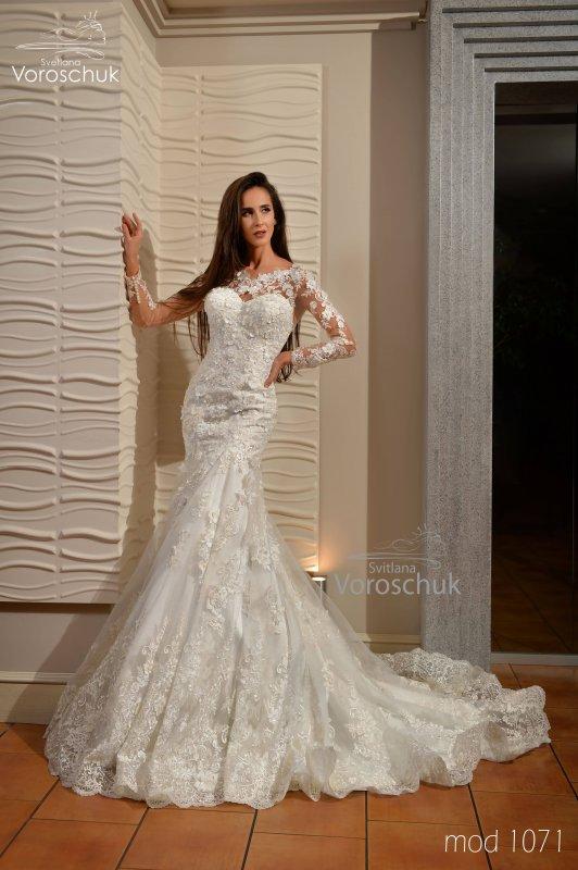 Wedding dress, model 1071