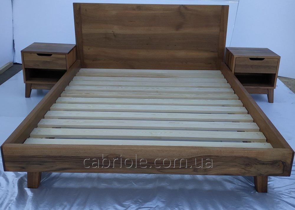 Кровати и  прикроватные тумбы из массива ореха