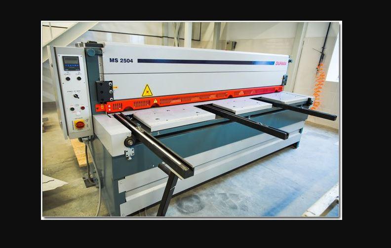 Электромеханические ножницы для порезки металла толщиной до 4 мм (длина стола 2550 мм)