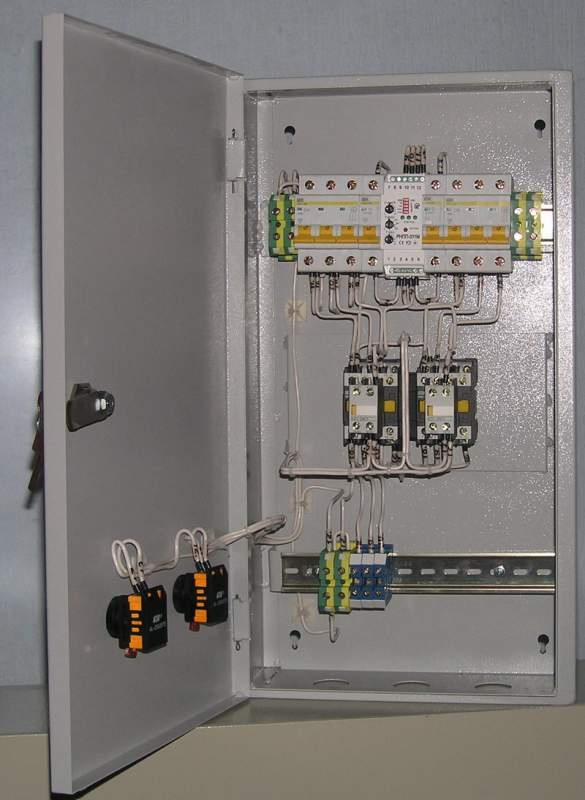 Automatic entry reserve cabinets