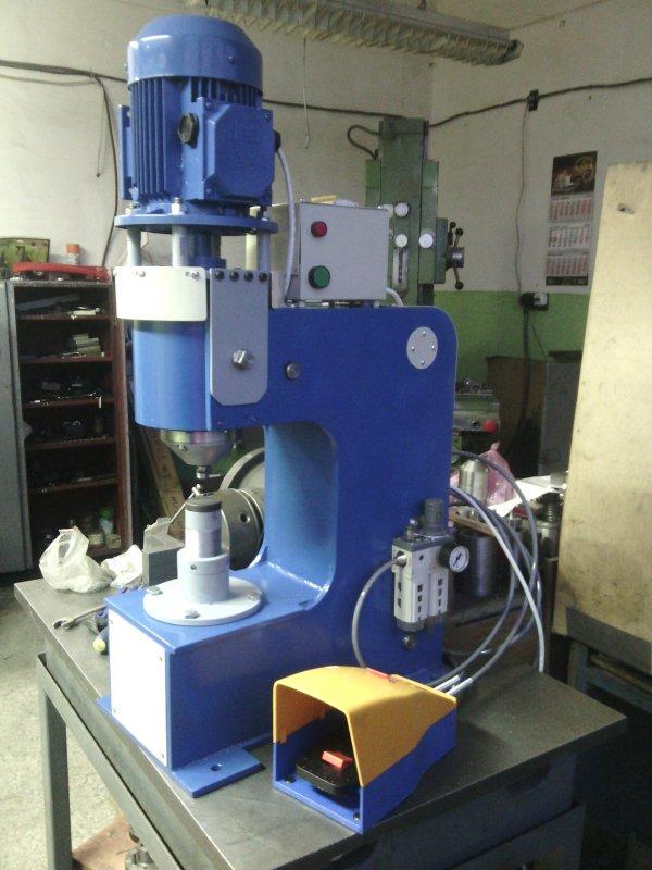 Клепальная машина UTKM-12-1
