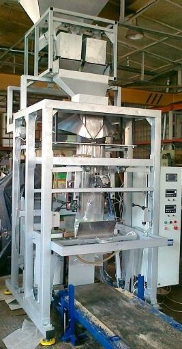 Купить Автомат для упаковки в полиэтиленовые пакеты, машины и оборудование фасовочно-упаковочное