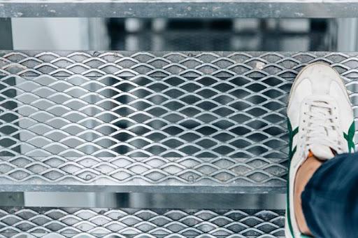 Купити Сходинки з Просечно-витяжного листа ПВЛ, виробництво
