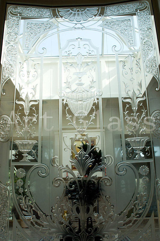 Walls are mirror, a mirror wall in an interior, mirror inserts - a design decor from mirrors to order