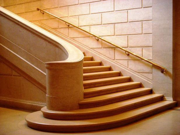 Купить Лестницы из камня (мрамор, гранит, сланец, оникс) и противоскользящие полоски. Индивидуальные размеры и высококачественный монтаж.