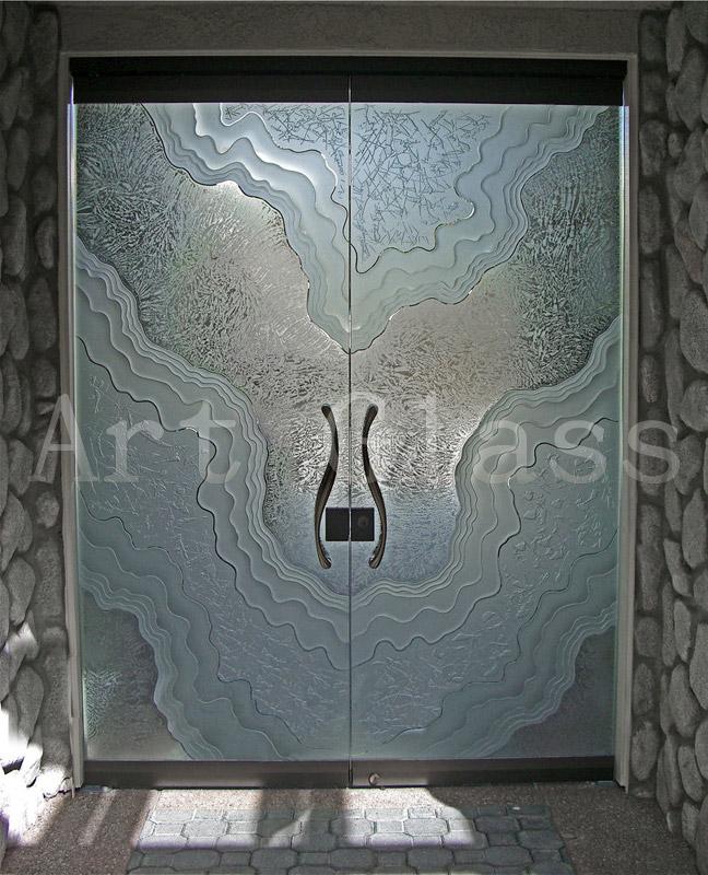 Двери входные стеклянные различных форм и конструкций, декорирование стекла (гравировка, фьюзинг, плавление стекла, пескоструй по стеклу)