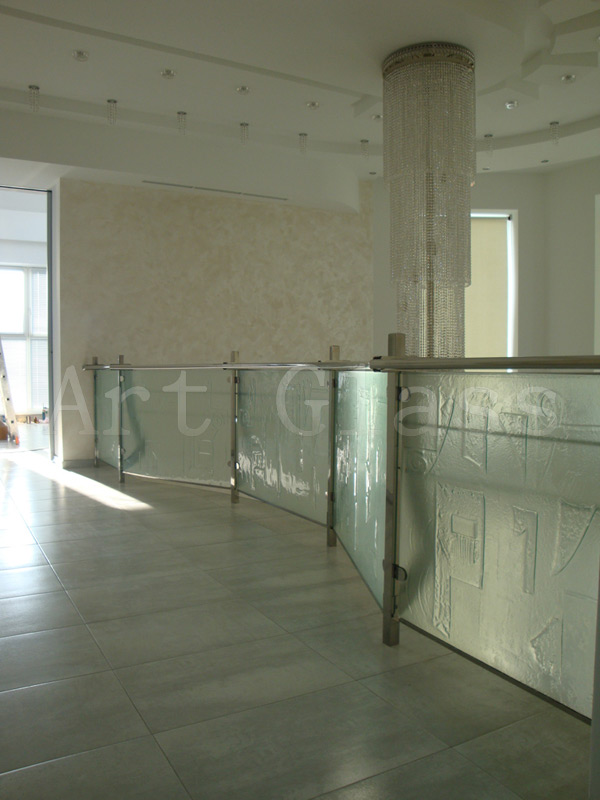 Стекло ударопрочное, изделия и конструкции из ударопрочного стекла