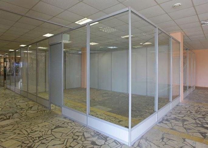 Glass partitions for trade rooms and shopping centers, trade partitions from glass