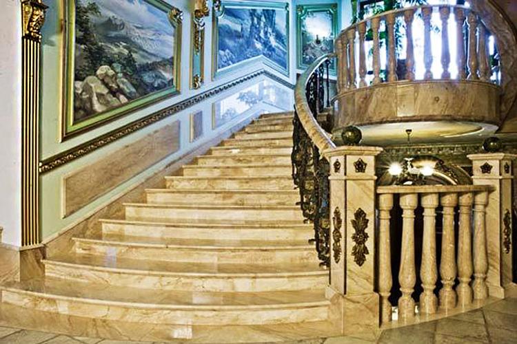Лестницы из мрамора, лестницы мраморные - изготовление на заказ