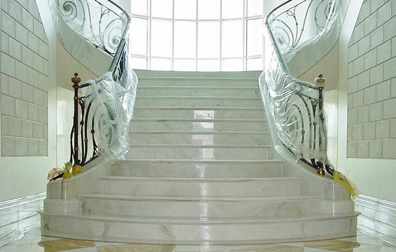 Лестницы для коттеджей и частных домов: лестницы стеклянные, лестницы мраморные, лестницы гранитные, лестницы металлические