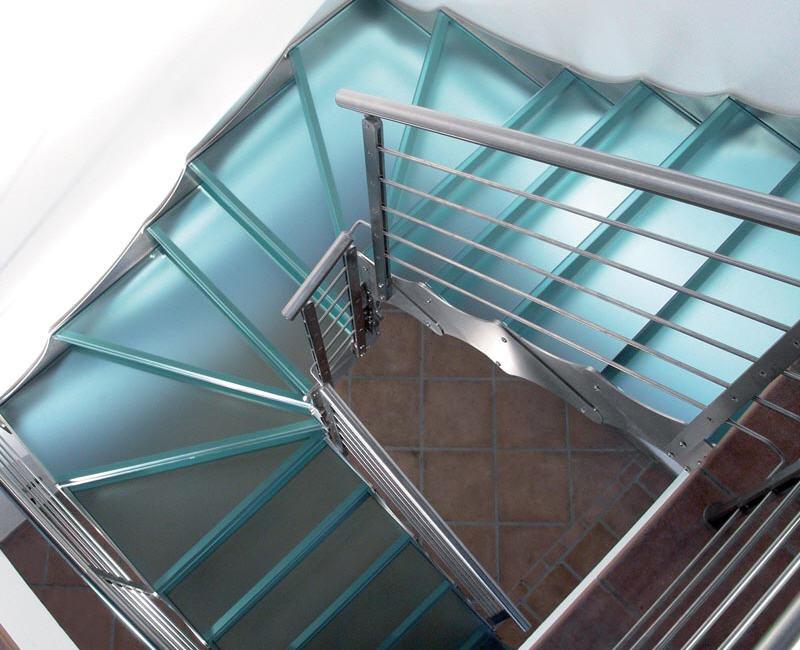 Стеклянные лестницы, стеклянные ступени  - разработка и изготовление по индивидуальным проектам