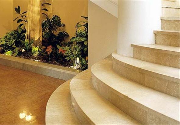 Лестницы из травертина для дома, коттеджа на заказ