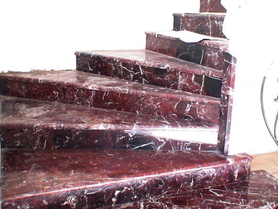 las escaleras exterior de la piedra natural la escalera del mrmol el granito