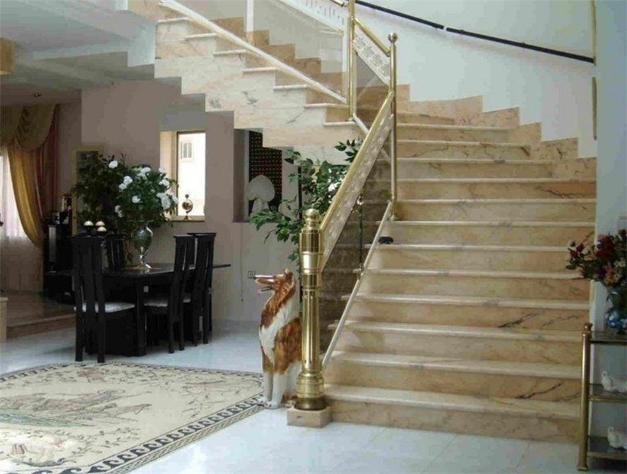 Ступени, лестницы из мрамора и гранита на заказ