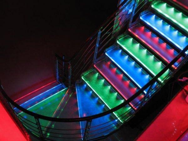 Лестницы, ступени с подстветкой, подсвеченные ступени