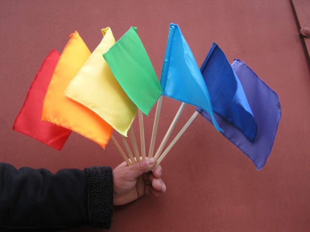 Флажки из бумаги на палочке своими руками