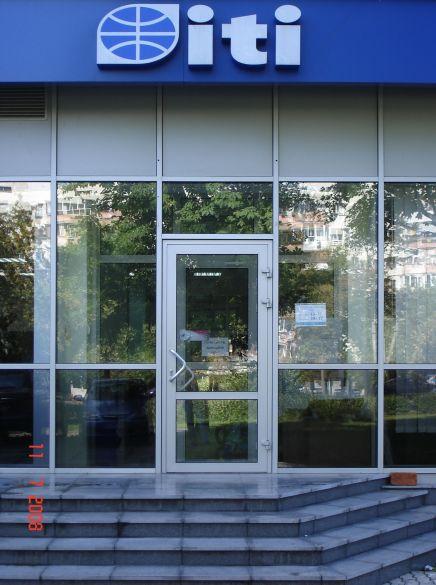 Двери из алюминиевого профиля. Двери алюминиевые.
