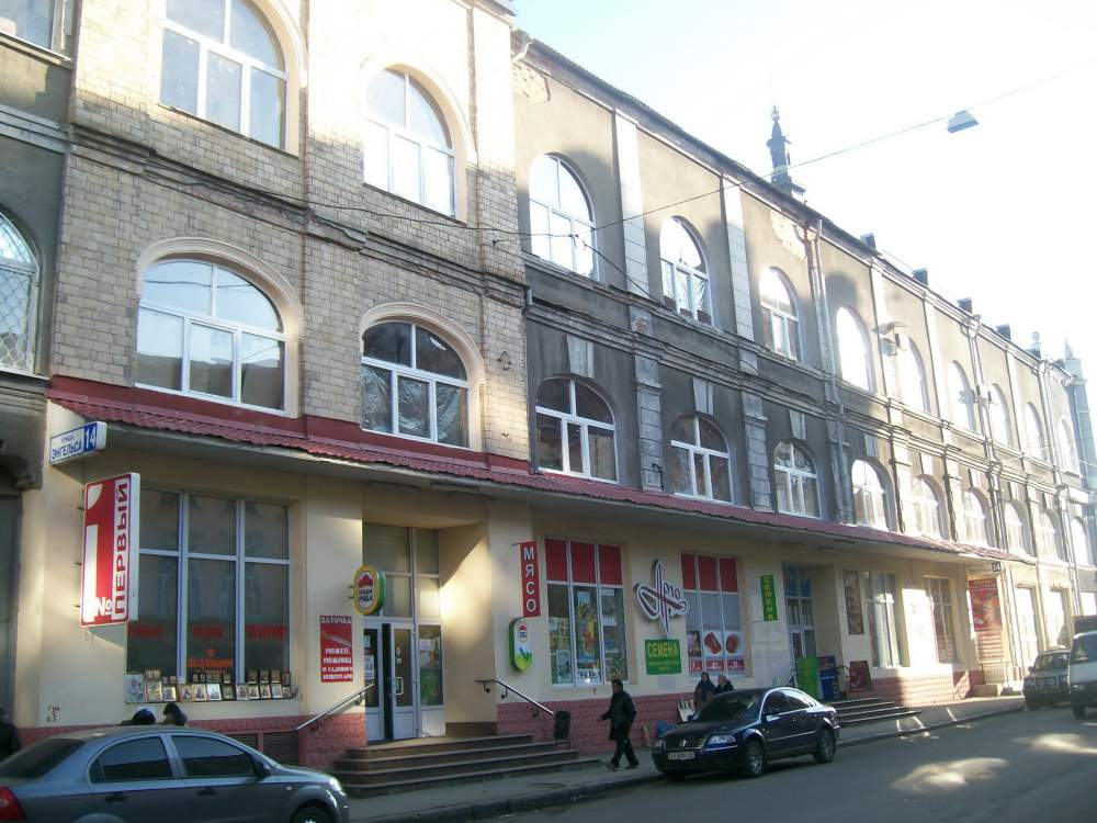 Shop of 1000 sq.m on st. of Engels around the Blagoveshchensk marke